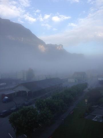霧に煙るマイリンゲンの朝